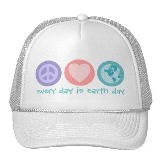 Paix, amour et chapeau de la terre (jour de la ter casquette