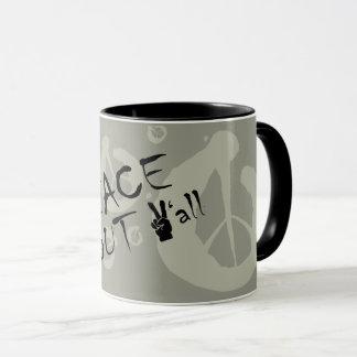 Paix vous tasse de café avec le signe de paix