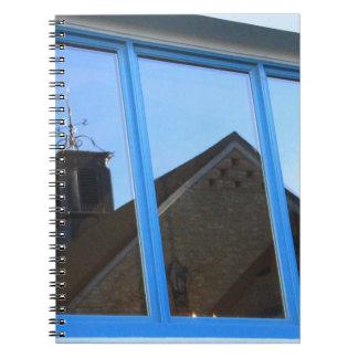 Palette de vent dans la fenêtre carnets à spirale