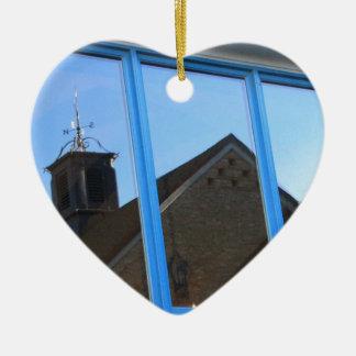 Palette de vent dans la fenêtre ornement cœur en céramique