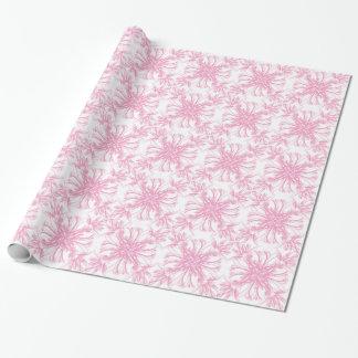 Pâlissez - le motif floral de damassé rose papier cadeau