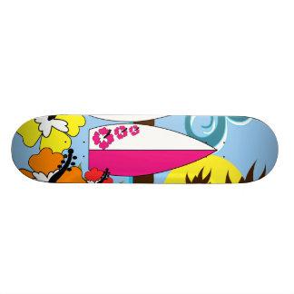 Palmier surfant de planches de surf de plage d'océ skateboard