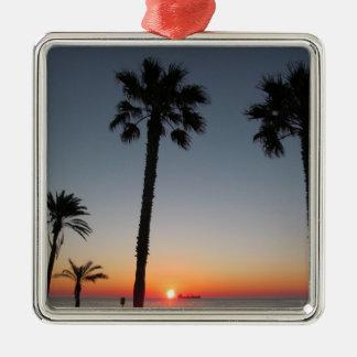 Palmiers au coucher du soleil ornement carré argenté