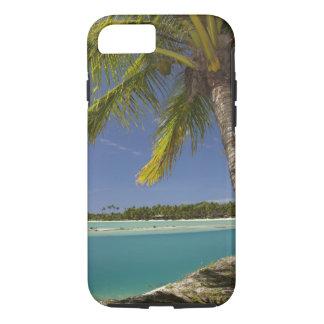 Palmiers et lagune, île-hôtel de crique de coque iPhone 7