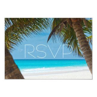 Palmiers sur des cartes du mariage de plage RSVP