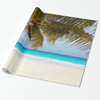 Palmiers sur la mer et le ciel bleus de plage papiers cadeaux noël