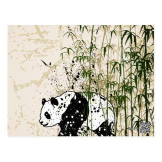 Panda abstrait dans la forêt en bambou carte postale