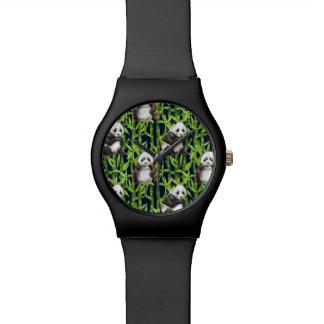 Panda avec le motif en bambou d'aquarelle montre
