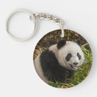 Panda parmi le bambou porte-clé rond en acrylique double face