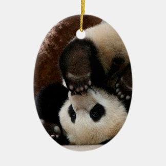 Pandas de bébé jouant - panda mignon de panda de ornement ovale en céramique