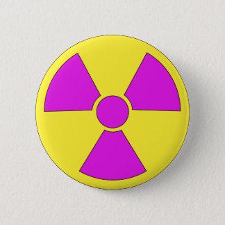 Panneau d'avertissement de rayonnement magenta et badge