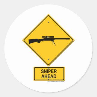 Panneau d'avertissement de tireur isolé en avant autocollant rond