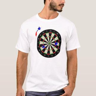 Panneau de dard avec des dards t-shirt