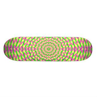 Panneau rose et jaune kaléïdoscopique de patin d'a planches à roulettes