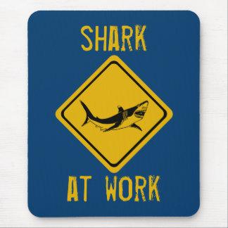 panneau routier de requin tapis de souris