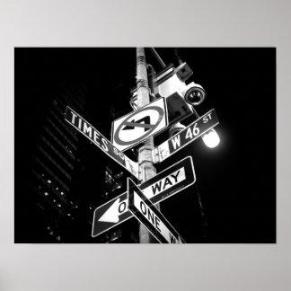 Panneaux routiers de Times Square en noir et blanc Poster