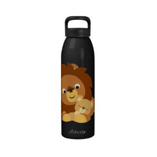Papa de lion de bande dessinée et bouteille d'eau