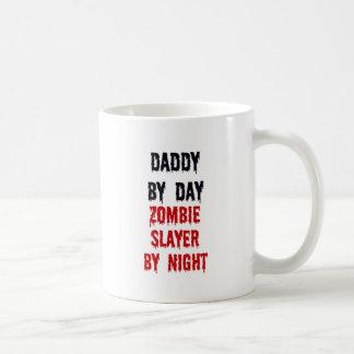 Papa par le tueur de zombi de jour par nuit mug