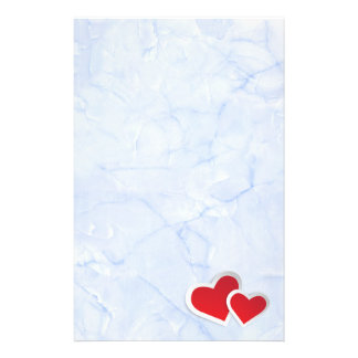 Papeterie 2 coeurs de papier rouges sur le marbre bleu