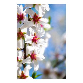 Papeterie Branche d'arbre se développante avec les fleurs