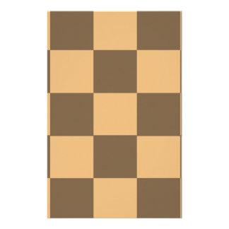 Papeterie Cadeau pointu de damier dans le brun et le tan.