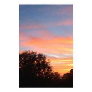 Papeterie ciel coloré brillant d'oct. de coucher du soleil