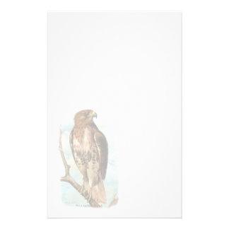 Papeterie de faucon coupée la queue par rouge