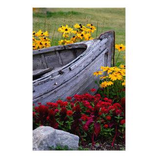 Papeterie Disposition des fleurs et d'un bateau en bois