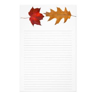 Papeterie Érable de chute et papier à lettres rayé par