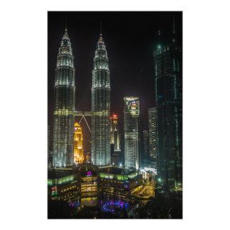 Papeterie Horizon de Kuala Lumpar la nuit