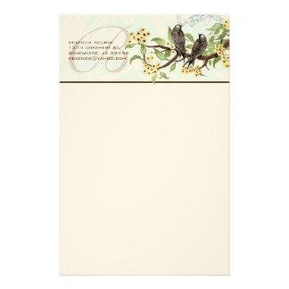 Papeterie jaune de fleurs d'oiseaux vintages de