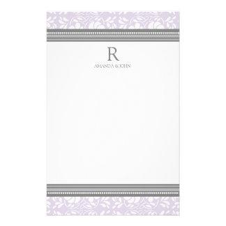 Papeterie lilas de monogramme de mariage de blanc