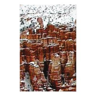 Papeterie neige et glace dans le formationsf de roche