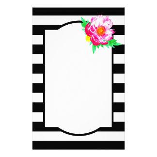Papeterie noire et blanche de pivoine rose
