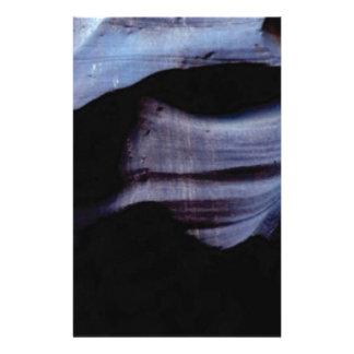 Papeterie ombres dans le mur de roche