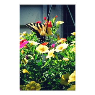 Papeterie Papillon jaune avec la photo de fleurs