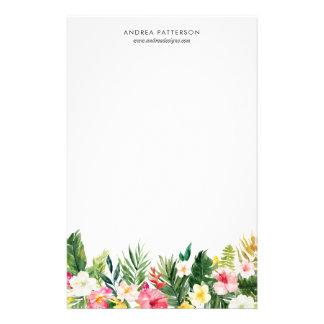 Papeterie tropicale de fleurs et de feuille