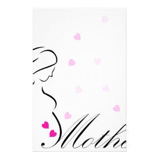 Papeterie Une future mère enceinte avec les coeurs roses