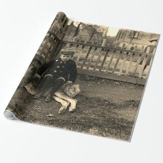 Papier Cadeau garçon de 1890's s'asseyant sur la photographie de