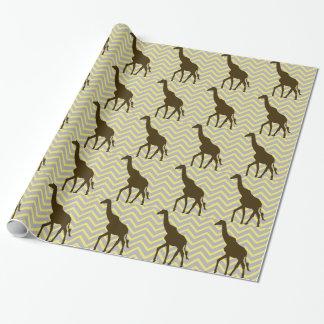 Papier Cadeau Girafe sur le zigzag Chevron - jaune et gris