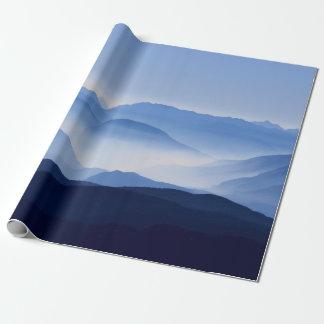 Papier Cadeau Matin coloré magnifique de montagne brumeuse