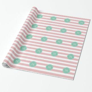 Papier Cadeau Motif blanc rose de rayures, monogramme vert en