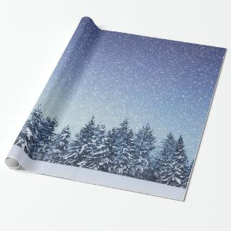 Papier Cadeau Scène gelée de forêt d'hiver de neige