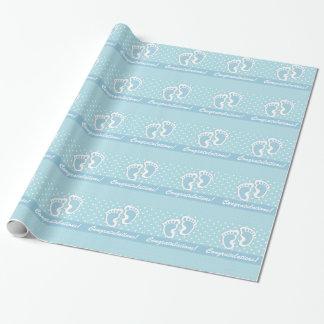 Papier Cadeau Ses pieds mignons d'un bébé de garçon sur le bleu