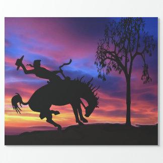 Papier Cadeau Une silhouette de cowboy au coucher du soleil