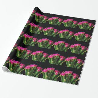 Papier d'emballage carrelé par tulipe rose de papier cadeau