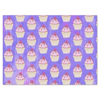 Papier Mousseline Petit gâteau doux avec la framboise sur le dessus