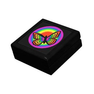 Papillon d'arc-en-ciel autour de toutes les boîte à souvenirs