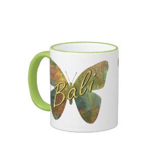 Papillon de batik d'automne mug