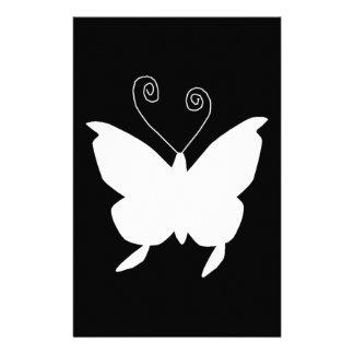 Papillon de diva dans le blanc papeterie
